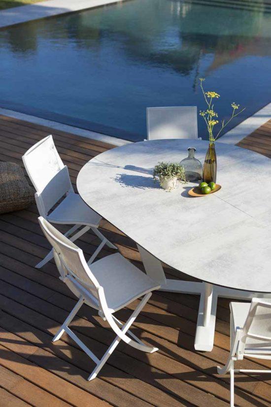 Hegoa - Ensemble de jardin en aluminium et HPL. Table extensible et Chaise avec assise Batyline