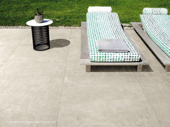 Boost White - Carrelage extérieur imitation béton en forte épaisseur et grand format 120x120 cm