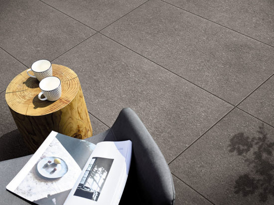 Kone Grey - Grès cérame effet pierre en forte épaisseur pour pose sur plots ou collée