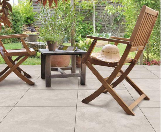 Concrete Blanco – Carrelage effet béton ciré aux teintes douces pour une terrasse cocooning