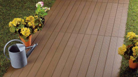 Deck –Parfaite imitation du deck brun. Chaleureux, pratique et réistant. Lames de 14.5x88.8 cm