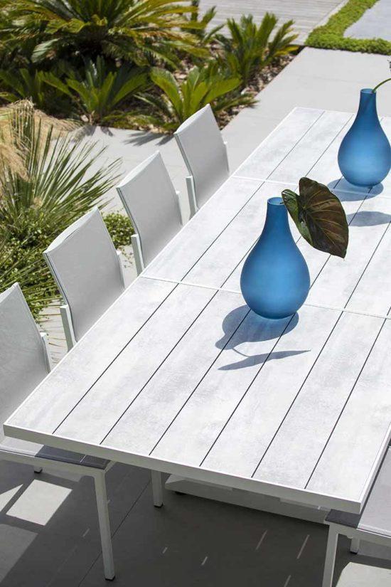 Hegoa - Ensemble de jardin avec une table en aluminium et plateau lattes en HPL.