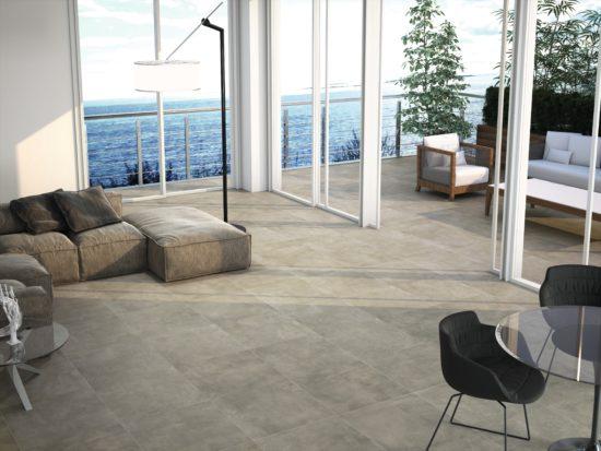 Hulk Grey - Le séjour et la terrasse ne forment plus qu'une seule et même pièce grâce à de grandes baies vitrées et un carrelage imitation béton