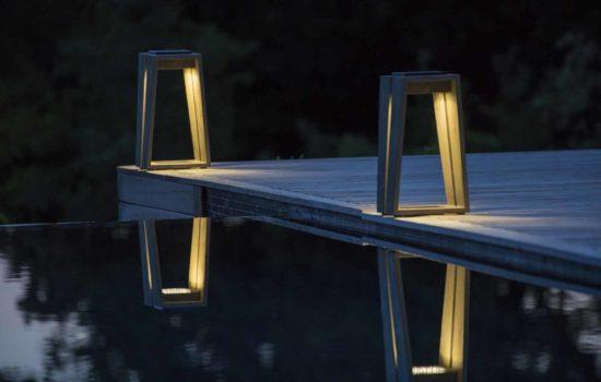 Skaal - Lanterne H39 cm en teck Durateck, recharchable par soleil ou USB