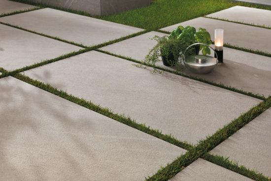 Marvel Stone Clauzetto White - Grés cérame imitation pierre naturelle grise aux reflets blancs