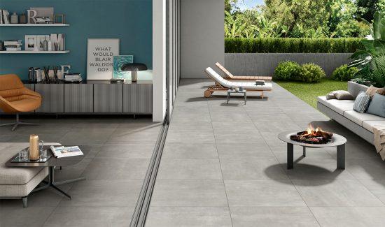 Oxy Silver - Un carrelage unique pour le séjour et la terrasse : des espaces agrandis