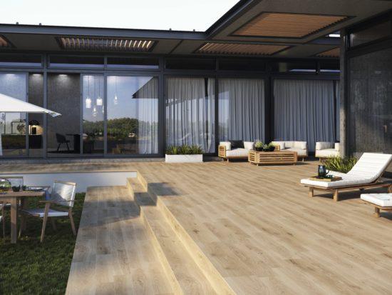Oregon Nogal - Un carrelage effet bois aux reflets dorés pour un espace extérieur chaleureux et lumineux