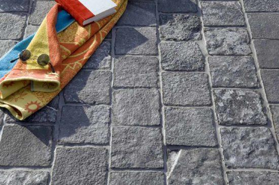 Raja Black – Pavés en pierre calcaire bleus