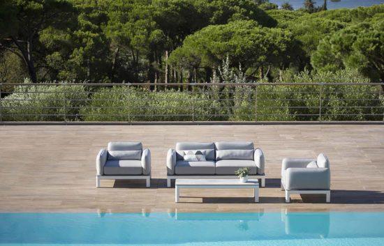 Koton - Un salon de jardin au design minimaliste et aux assises moelleuses