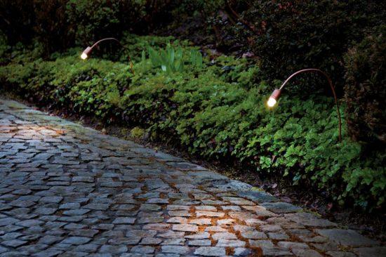 Sami - Luminaire extérieur en cuivre avec une tige flexible, il s'intègre à la perfection sur vos espaces verts