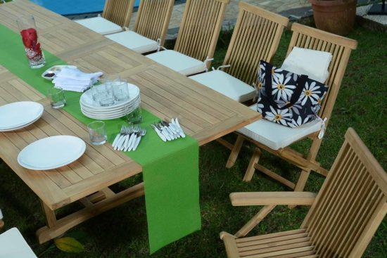 Table extensible Sidney et chaises pliables Karimun en teck massif