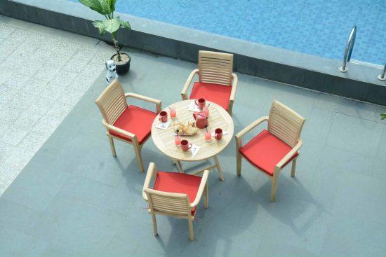 Table Bistrot et fauteuils Samoa pour des moments conviviaux