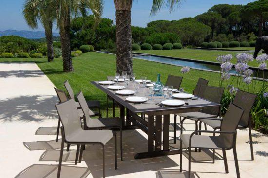 Hegoa - Ensemble de jardins en aluminium gris avec plateau en HPL et chaises en toile tissée