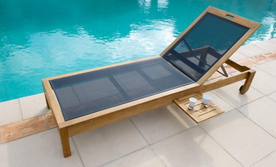 Valteck - Bain de soleil sur roulettes en teck avec tablette coulissante
