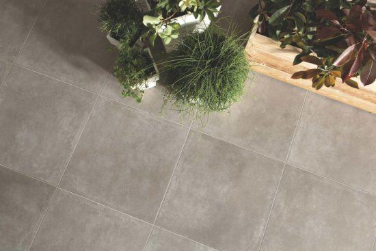 Cement Greige – Carreaux imitant le béton avec un aspect légérement usé pour un effet naturel. Dalles de 60x60