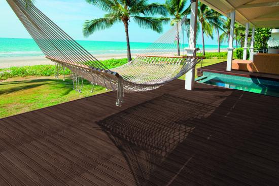 Deck Nut - Carrelage imitation deck brun pour une terrasse ou une plage de piscine chaleureuse