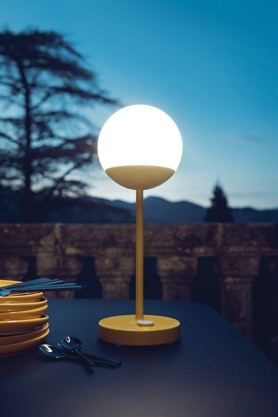 Moon - Lampe d'ambiance à poser sur la table de votre terrasse