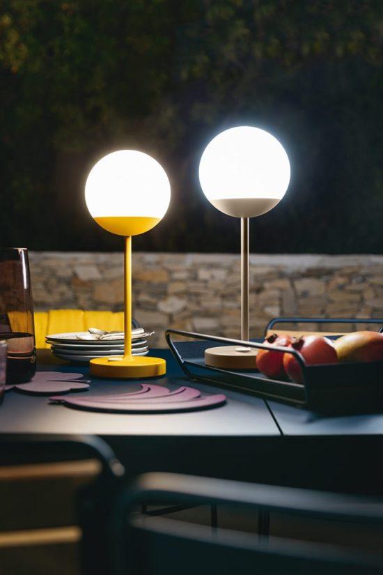 Moon - Lampe ludique et coloré pour embellir vos salons et tables de jardin