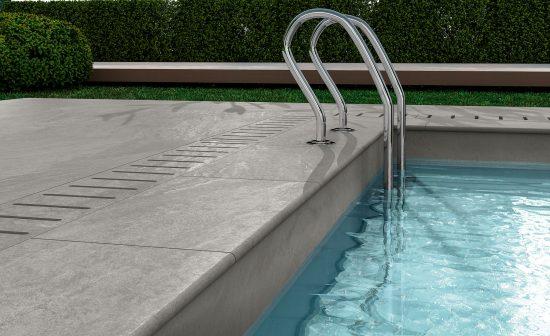 Norgestone Light Grey - Parfaite interprétation des pierres du Nord de l'Europe pour cette plage de piscine