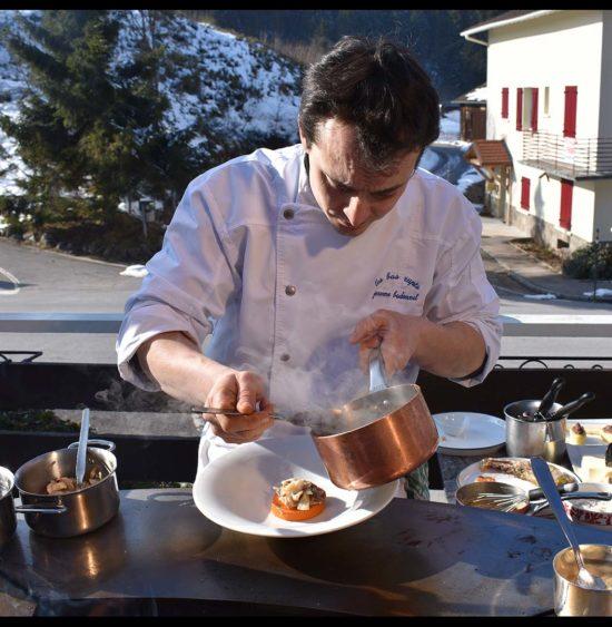 Le Chef Jérôme Badonnel réalise un menu complet sur la plancha et le grill