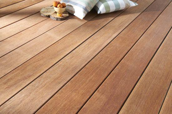 Merbeau – Bois imputrescible, bonne durabilité et bonne résistance. Des tons bruns et rouges