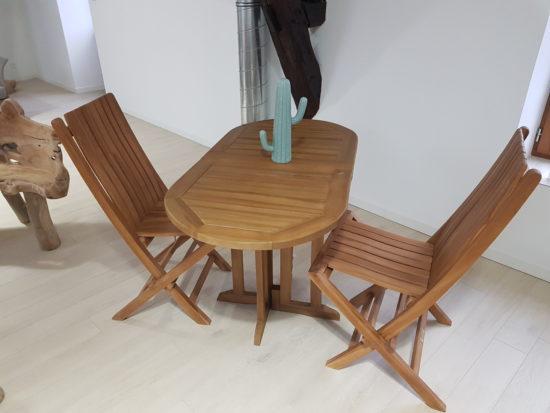 Table pliante Manoï et deux chaises Karimun 381 € TTC au lieu de 477 € TTC