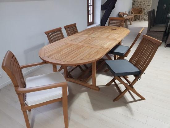 Table Vérone en teck massif 160/240 x100 cm avec 4 chaises Java et 2 fauteuils Samoa :