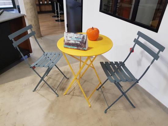 Bistrot - Table et chaises en acier résistant aux intempéries : 226 € TTC au lieu de 252 € TTC