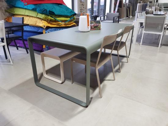 Bellevie - Ensemble de jardin composé d'une table, d'une banc et de deux chaises : 2269 € TTC au lieu de 2522 € TTC