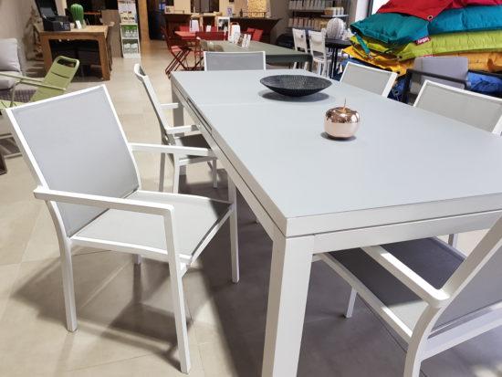 Table Camille et Fauteuils Victor en aluminium et textilène